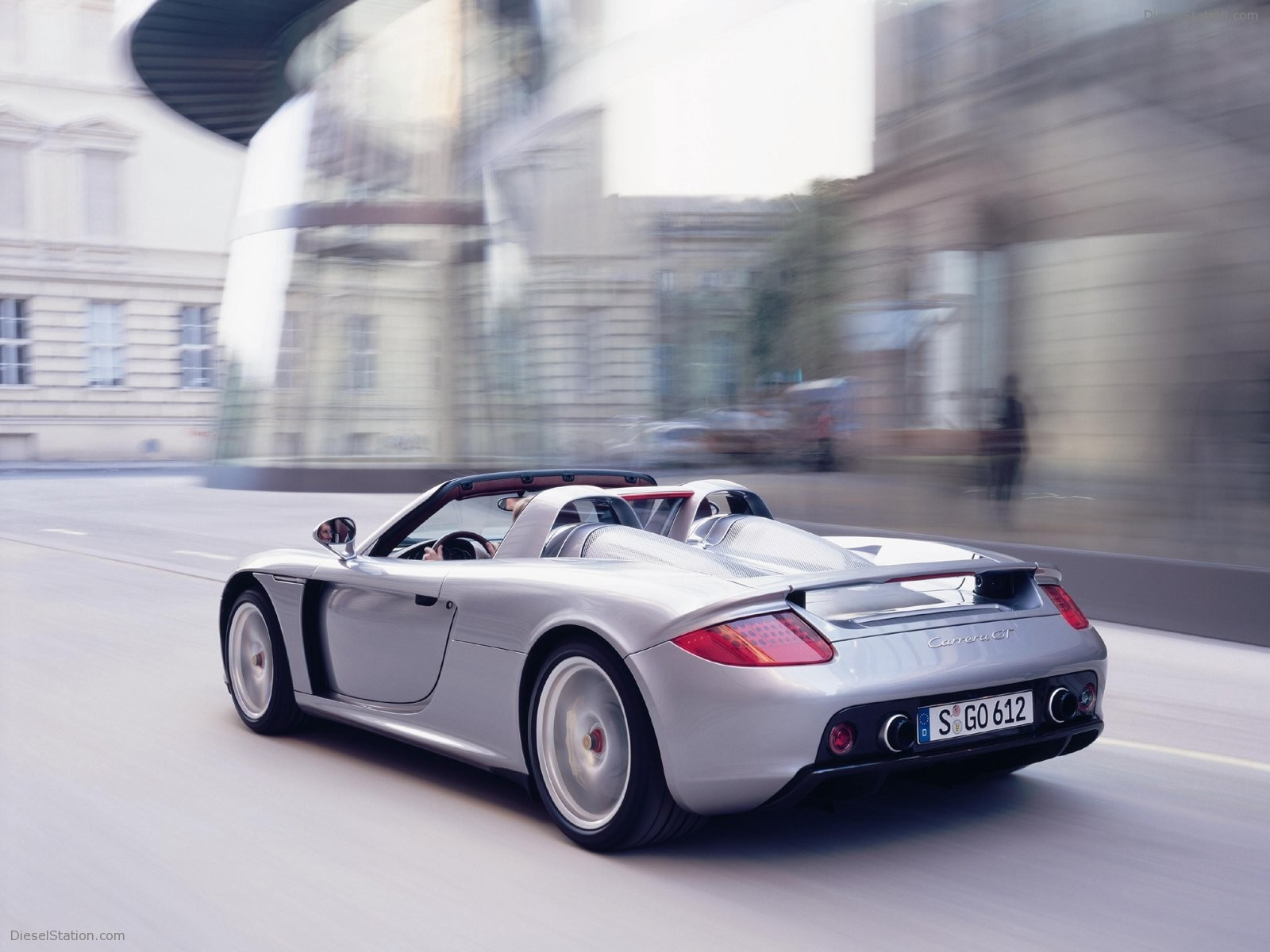 The top ten supercar 7 10 is the porsche carrera gt this powerful car is special because it was porsche s attemt to make a high speed road legal